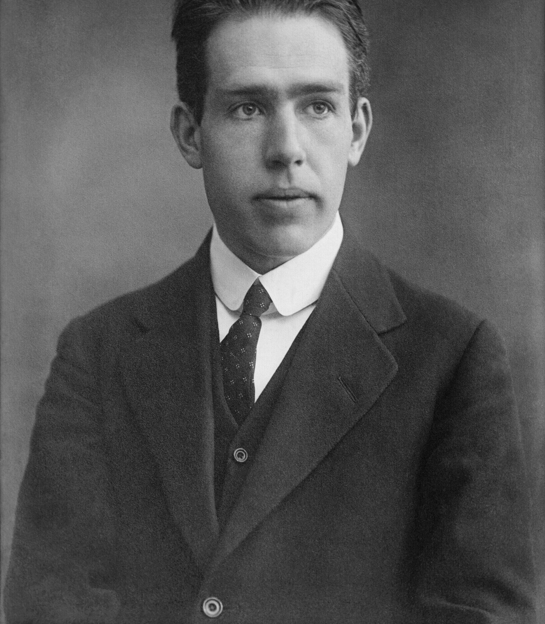 6. marts 1913: Niels Bohr deler sine tanker om atomet med Ernest Rutherford